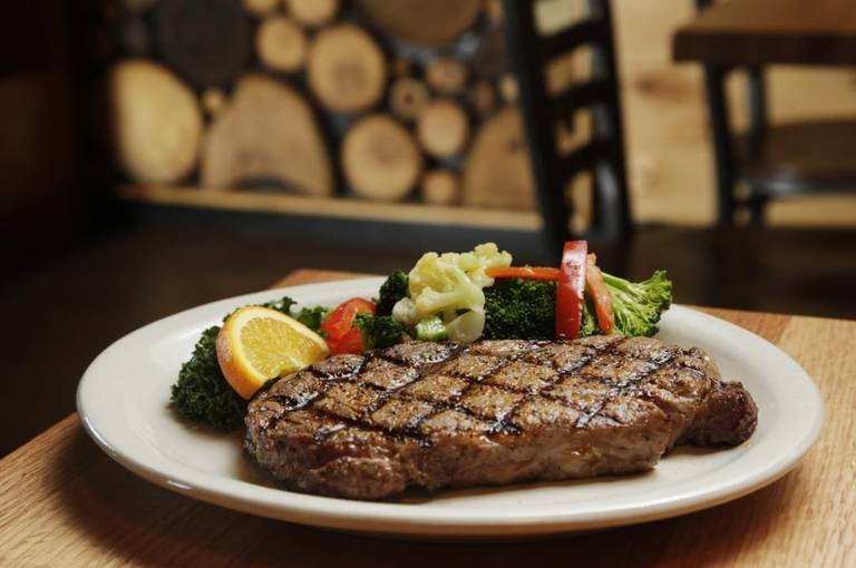 Cattleman%27s+Roadhouse+serves+a+variety+of+foods+including+steaks%2C+sandwiches+and+wraps.++
